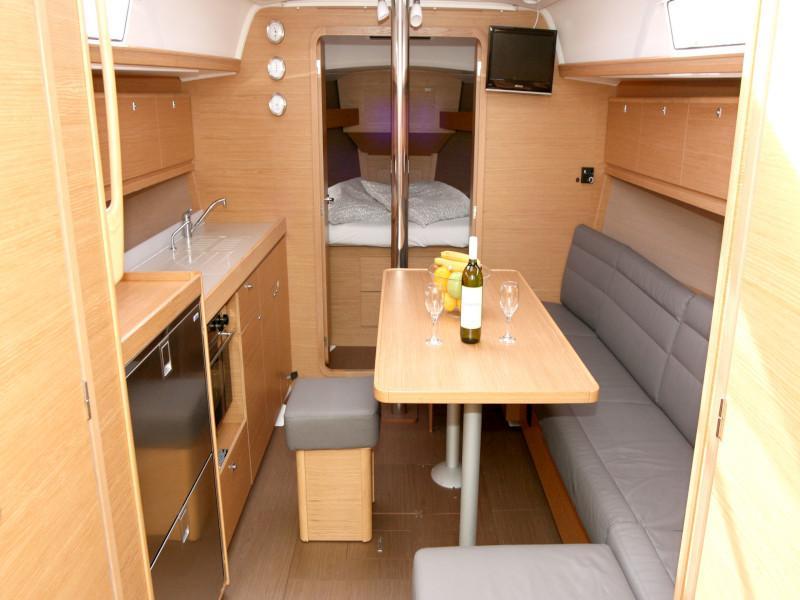 Dufour 382 Grand Large - 2 cab (Lia) Interior image - 18