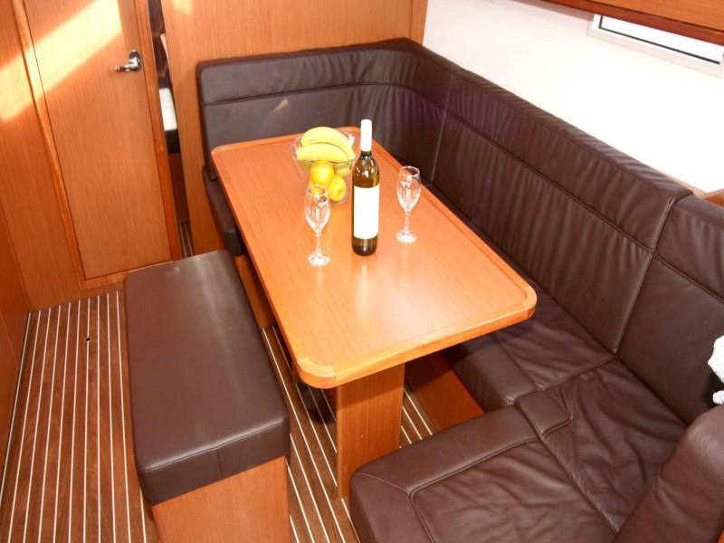 Bavaria Cruiser 41 (Flipper) Interior image - 13