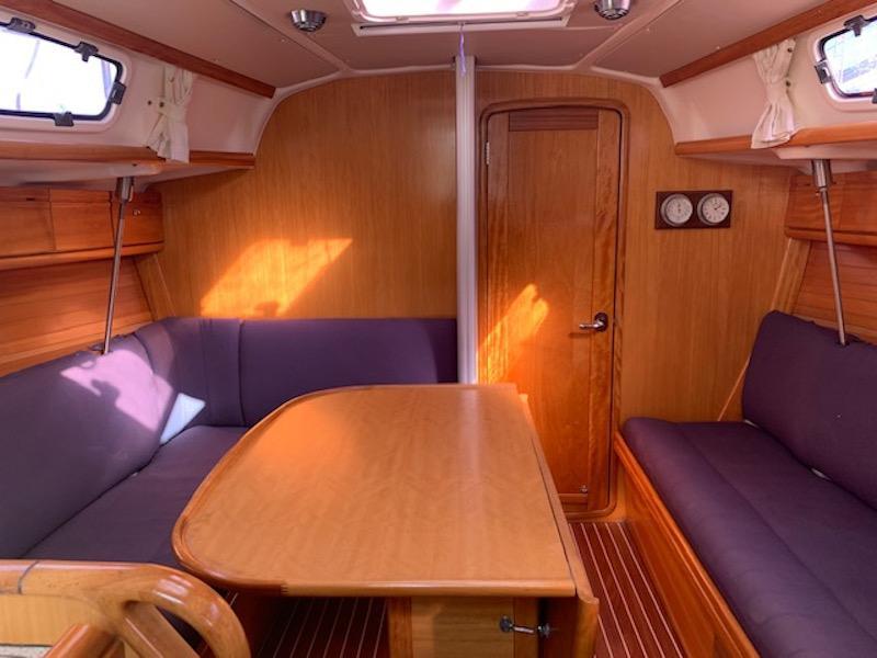Bavaria 34 Cruiser (Happy Day) Interior image - 8