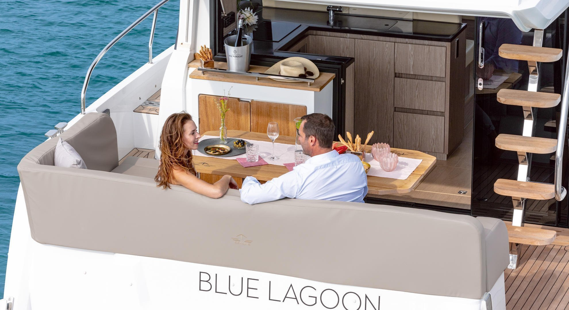 Sealine F430 (BLUE LAGOON)  - 6