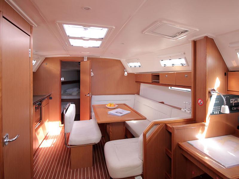 Bavaria Cruiser 40S (wind pearl) Interior image - 2