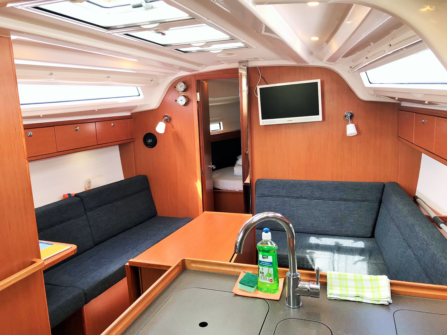 Bavaria Cruiser 37 (Fortunal) Interior image - 2