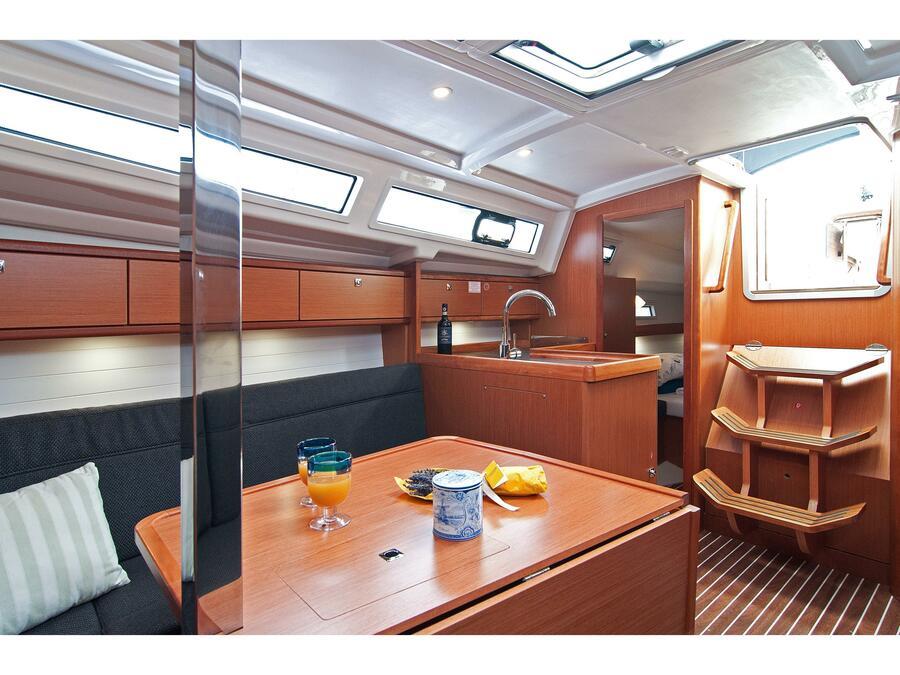Bavaria Cruiser 33 (Adria Breeze) Interior image - 4