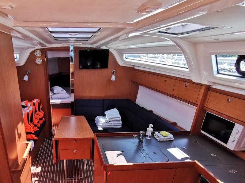 Bavaria Cruiser 37 (Emerald) Interior image - 3