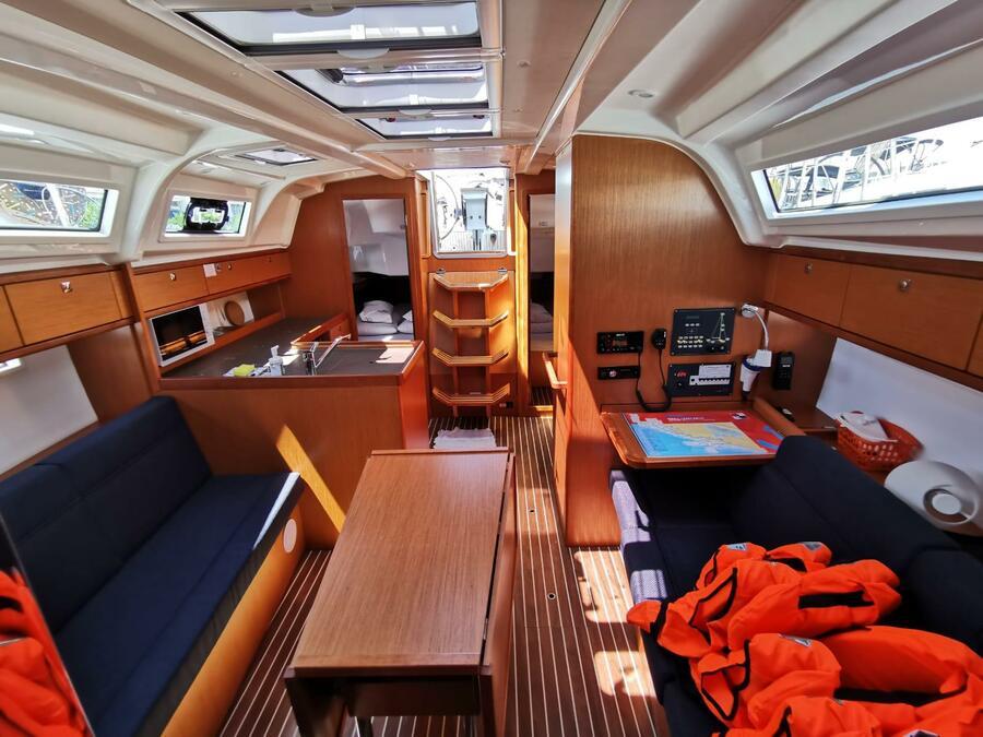 Bavaria Cruiser 37  (Lahor) Interior image - 2