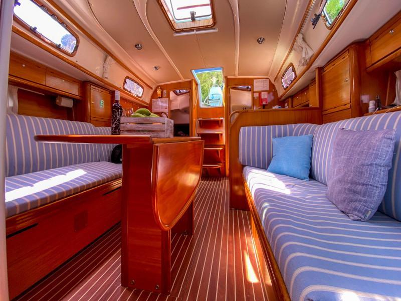 Bavaria 37 Cruiser (Alkmini) Interior image - 8