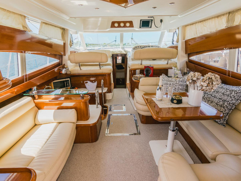 Jeanneau Prestige 46 Fly (Unplugged) Interior image - 3