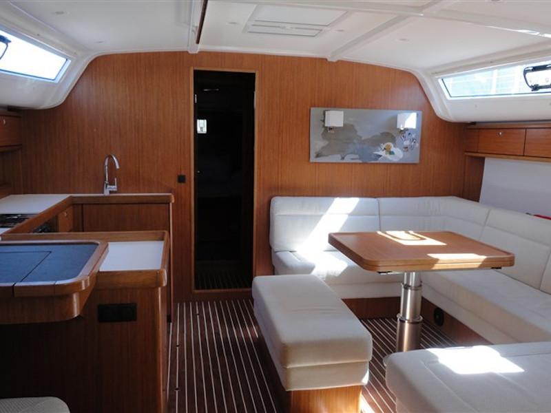 Bavaria Cruiser 51 (Locura) Interior image - 5