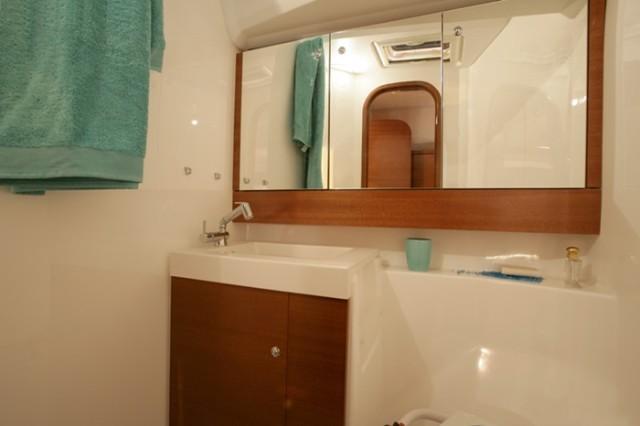 Dufour 405 Grand Large (Daphne) bath - 5