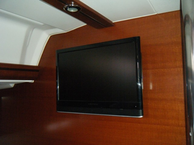 Dufour 405 Grand Large (Daphne) TV - 2