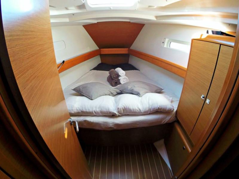 Sun Odyssey 439 (Esquitx) Prow cabin - 23