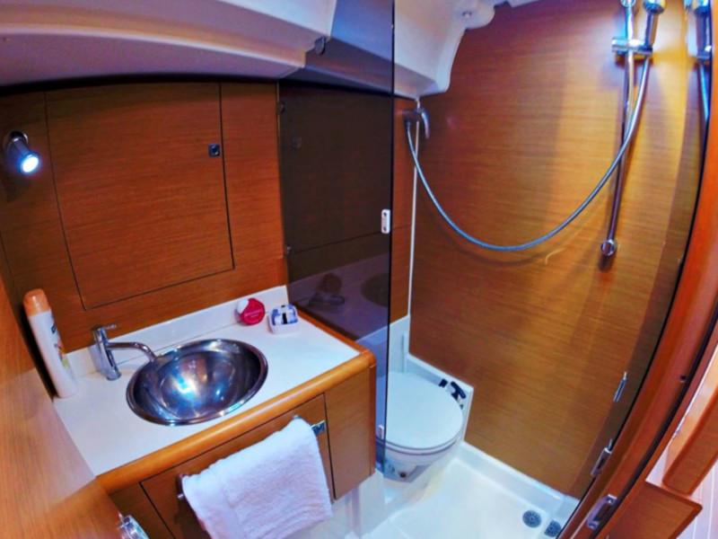 Sun Odyssey 439 (Esquitx) Prow toilet - 22