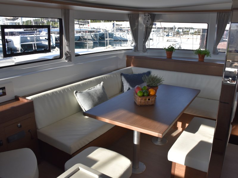 Lagoon 46 (NOTORIOUS AC all + generator + watermaker OB 20HP) Interior image - 30