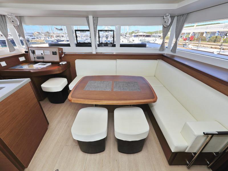 Lagoon 450 F (OLIVER AC salon + generator + watermaker + OB 20HP) Interior image - 63