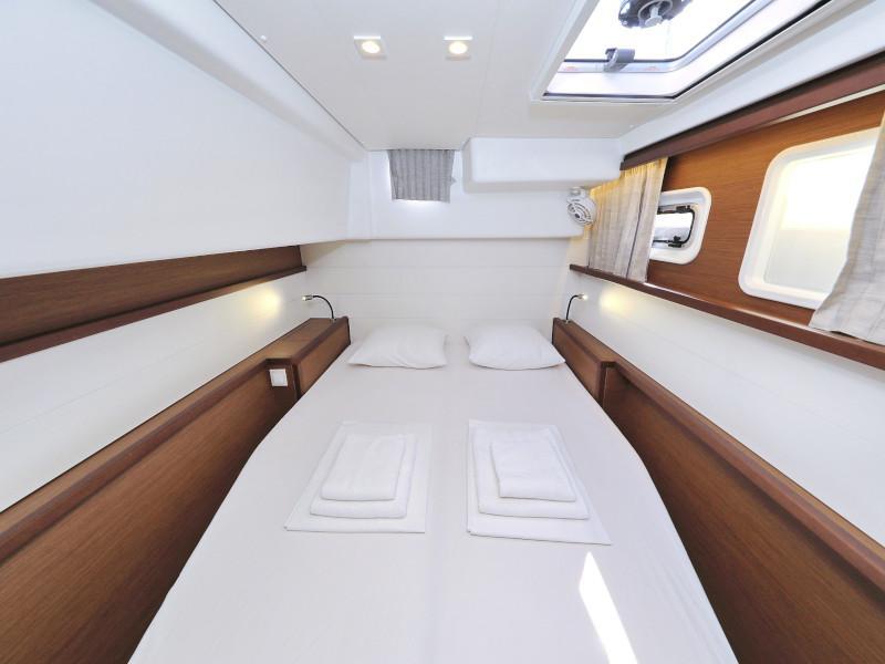 Lagoon 450 F (OLIVER AC salon + generator + watermaker + OB 20HP)  - 3