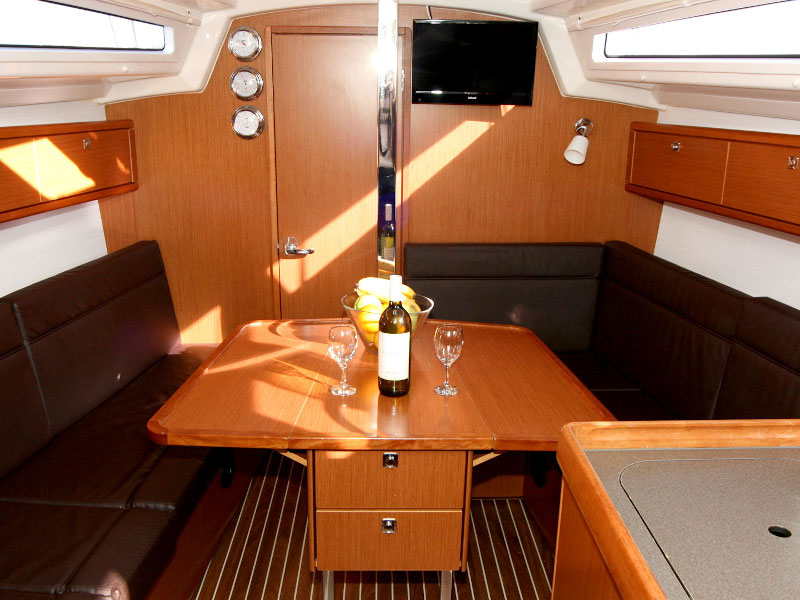 Bavaria Cruiser 33 (Chili) Interior image - 8