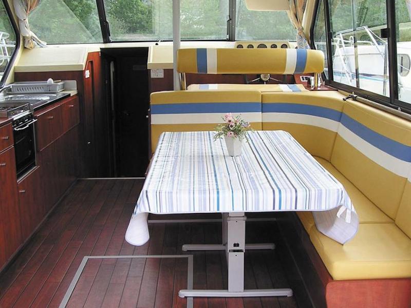 Sedan 1310 (BESANCON FR) Interior image - 2