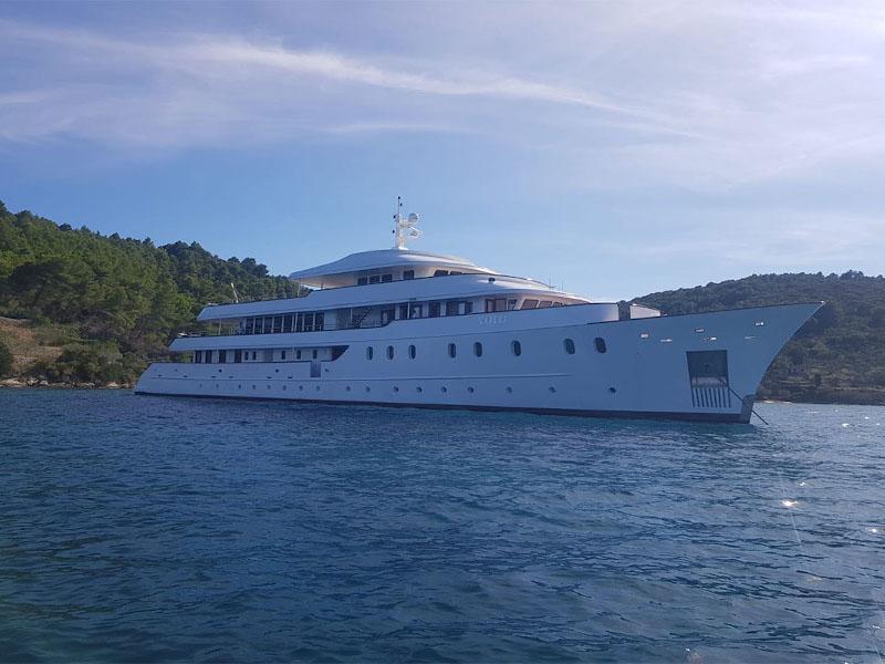 Motoryacht (Yolo)  - 24