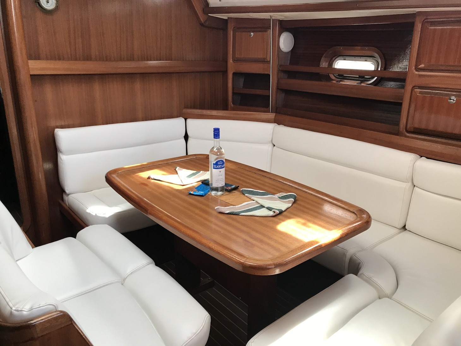 Bavaria 42 Cruiser 2000 (Dita) Interior image - 11