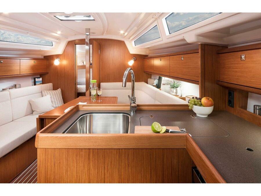 Bavaria Cruiser 34 Style (Lina) Interior image - 2