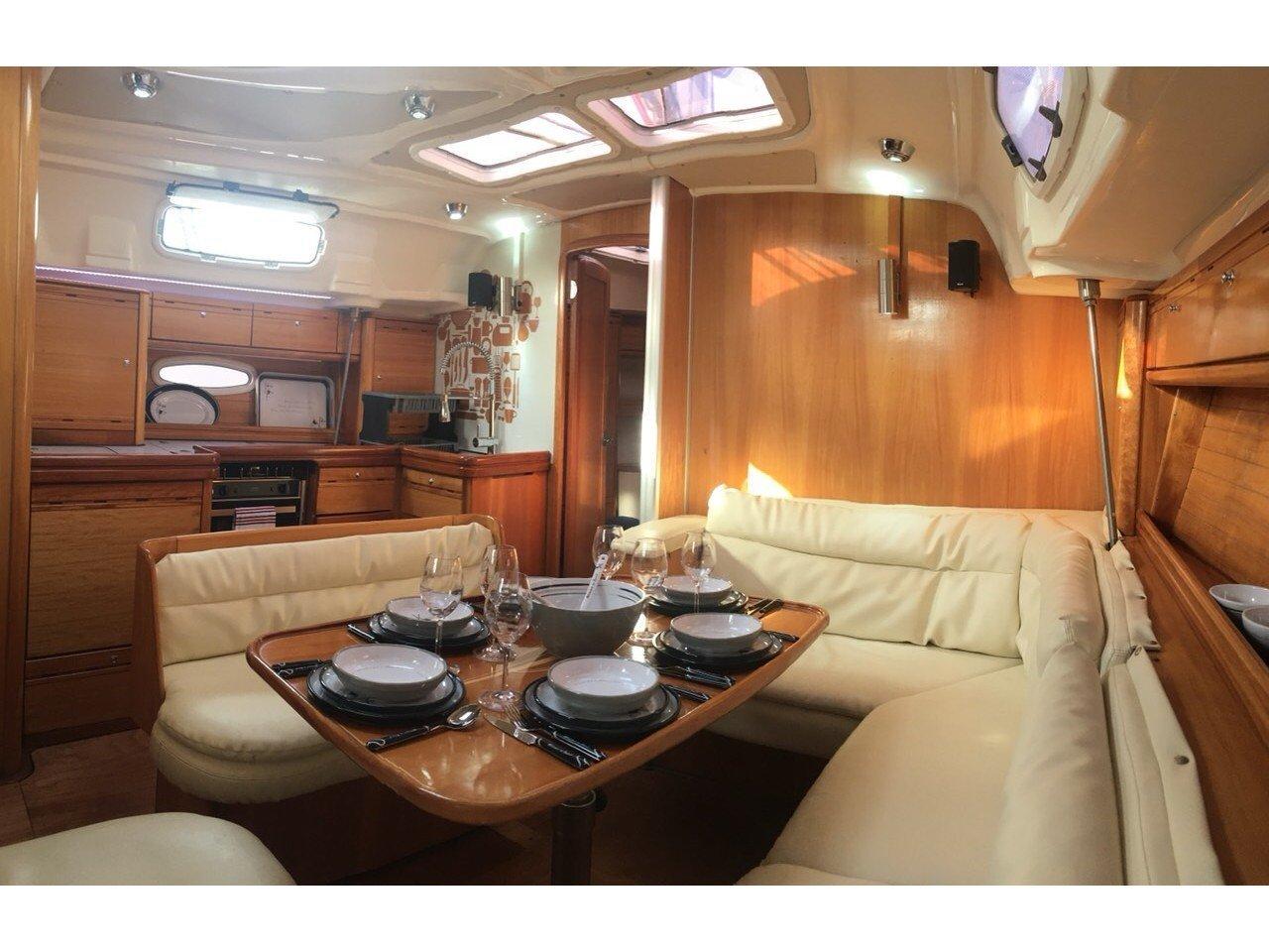 Bavaria 42 Cruiser (Serenity) Interior image - 9