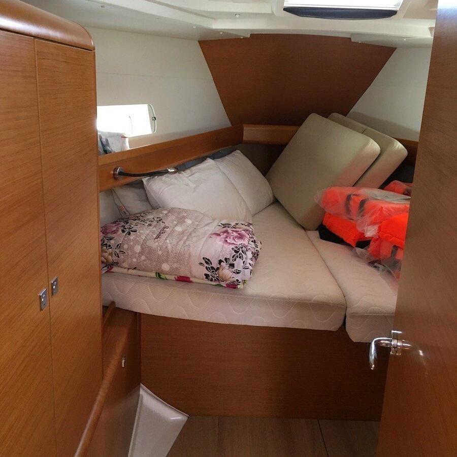 Sun Odyssey 419 (GioGio) bow cabin - 4