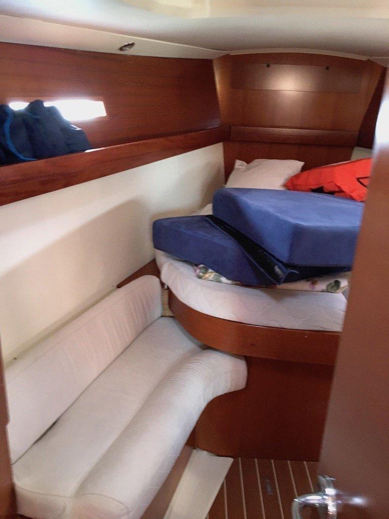 Dufour 425 (Surprise) bow cabin - 6