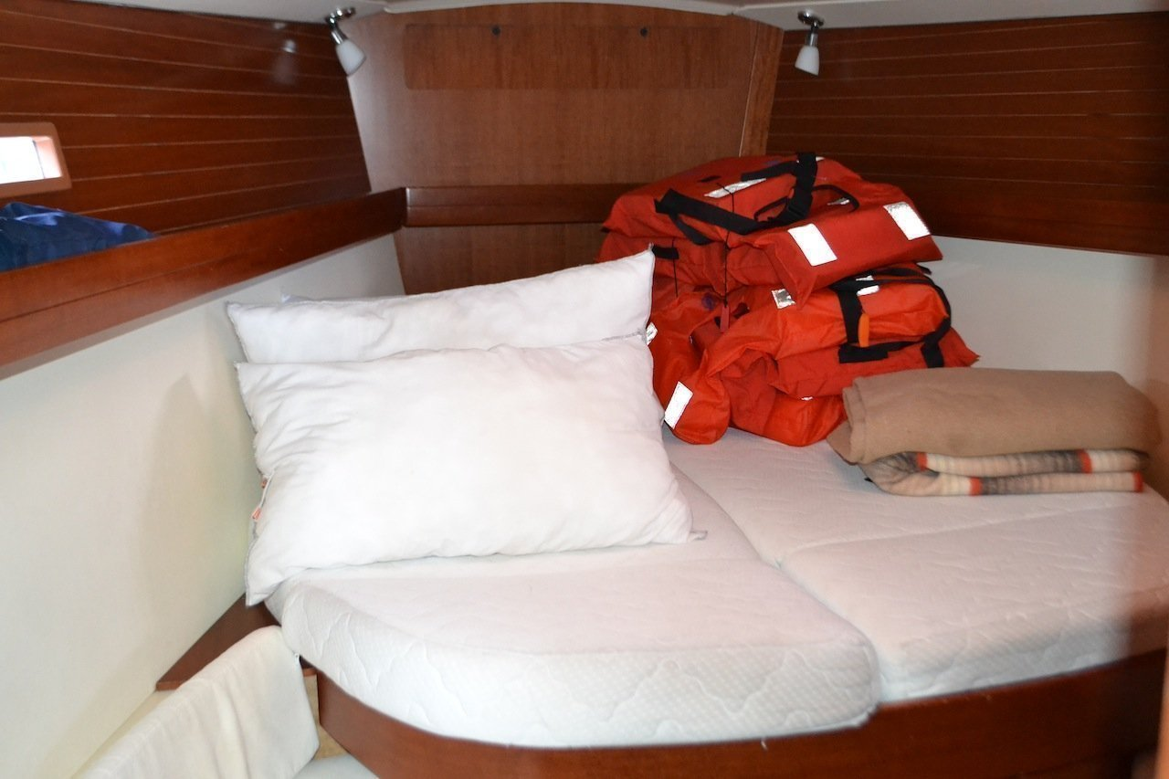 Dufour 425 (Hook) bow cabin - 1