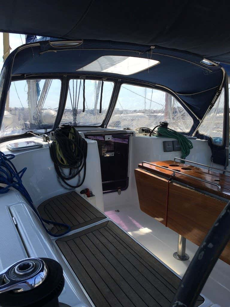 Dufour 425 (Hook) cockpit - 9