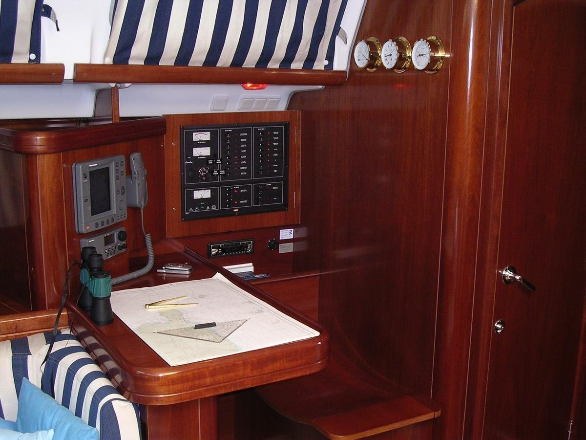 Oceanis 473 (Lullaby) chart table - 8