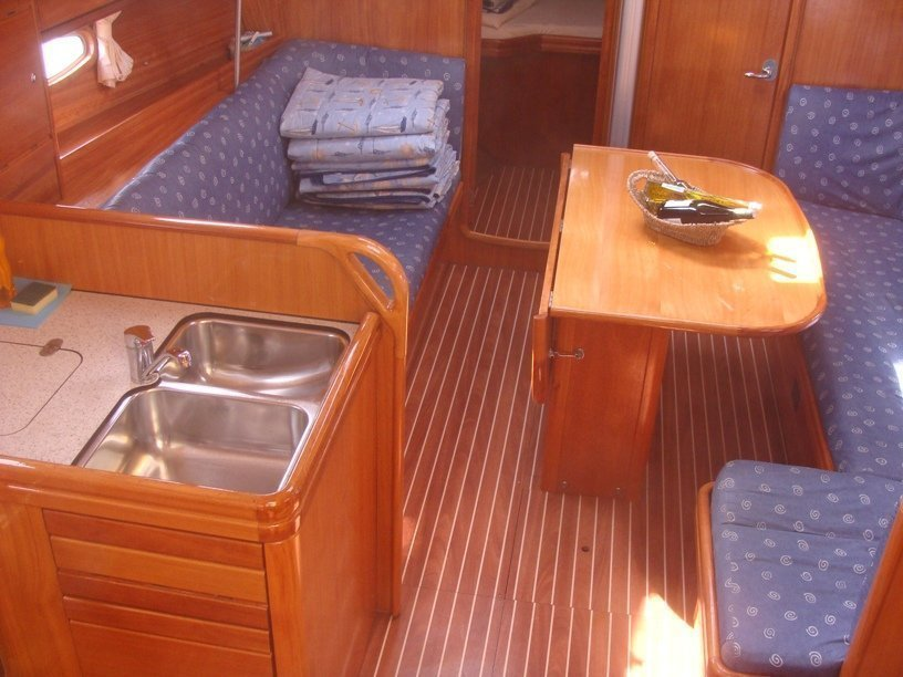 Bavaria 37 Cruiser (Tonka) Interior image - 2