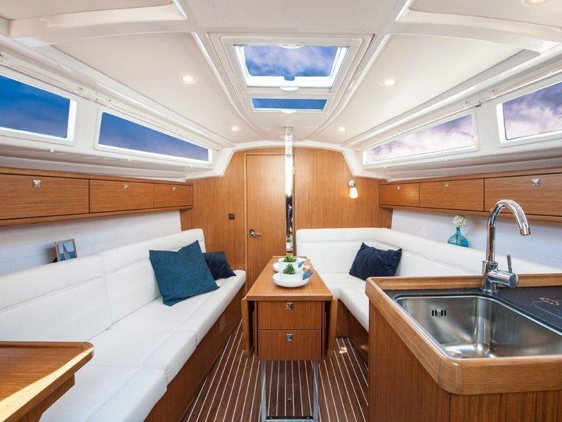 Bavaria Cruiser 33 (Ami  ) Interior image - 7