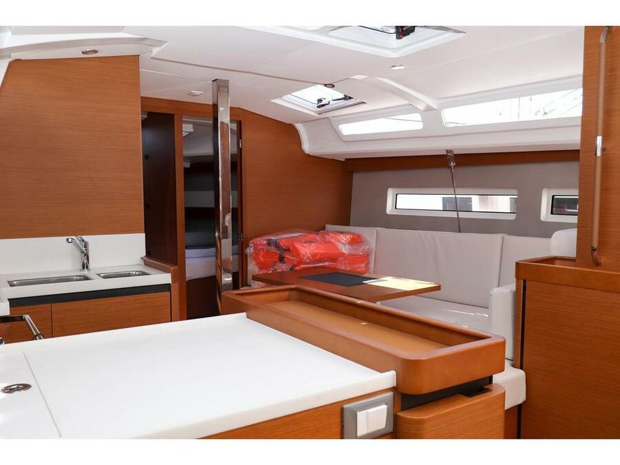 Sun Odyssey 440 - 3 cabin, 2 heads (Ella Victoria) Interior image - 2