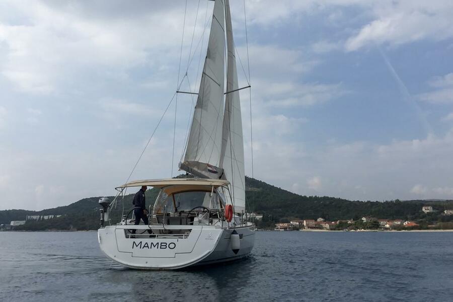 Oceanis 45 (4 cabs) (Mambo 1)  - 19