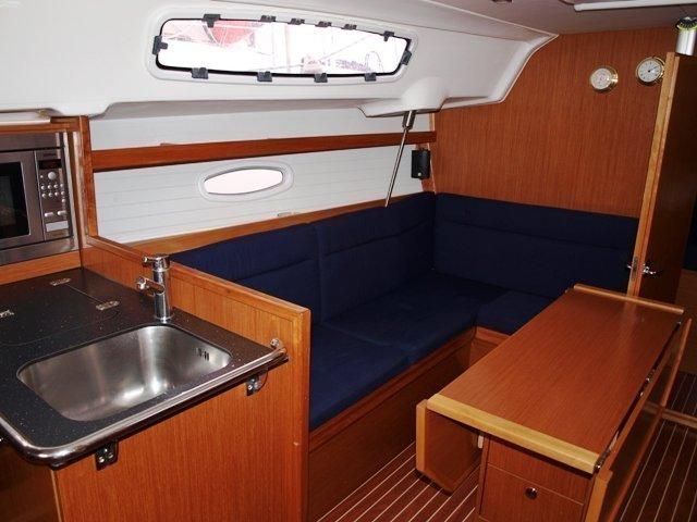 Bavaria 35 Cruiser (Antiopi) Interior image - 2