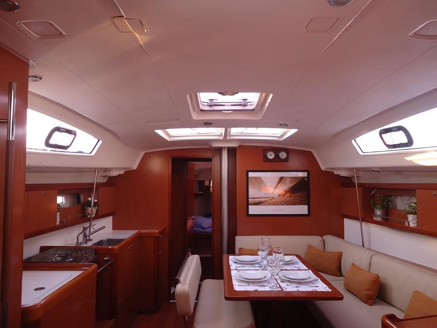 Oceanis 43 (Seven Seas - Refit 2020) Interior image - 7