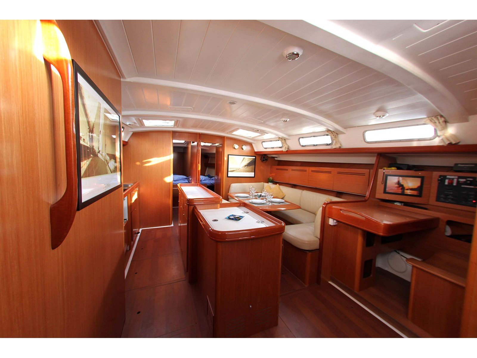 Cyclades 50.5 (Roulette - (A/C - Generator - Refit 2020)) Interior image - 4