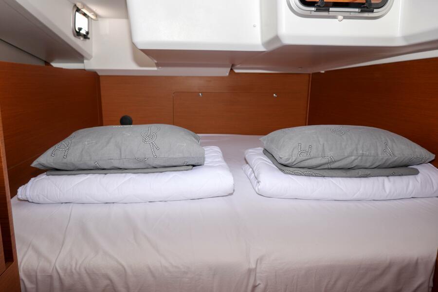 Sun Odyssey 440 - 3 cabin, 2 heads (Ella Victoria)  - 21
