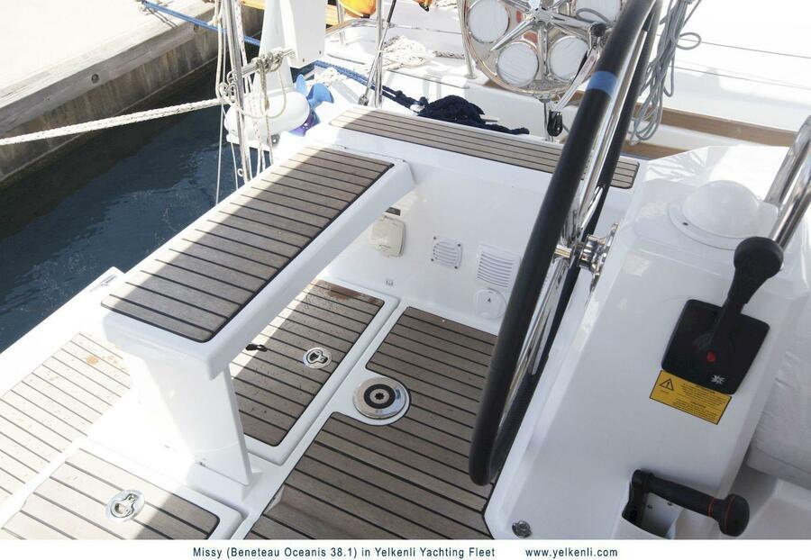 Oceanis 38.1 (Missy) Helmsman Seat - 4