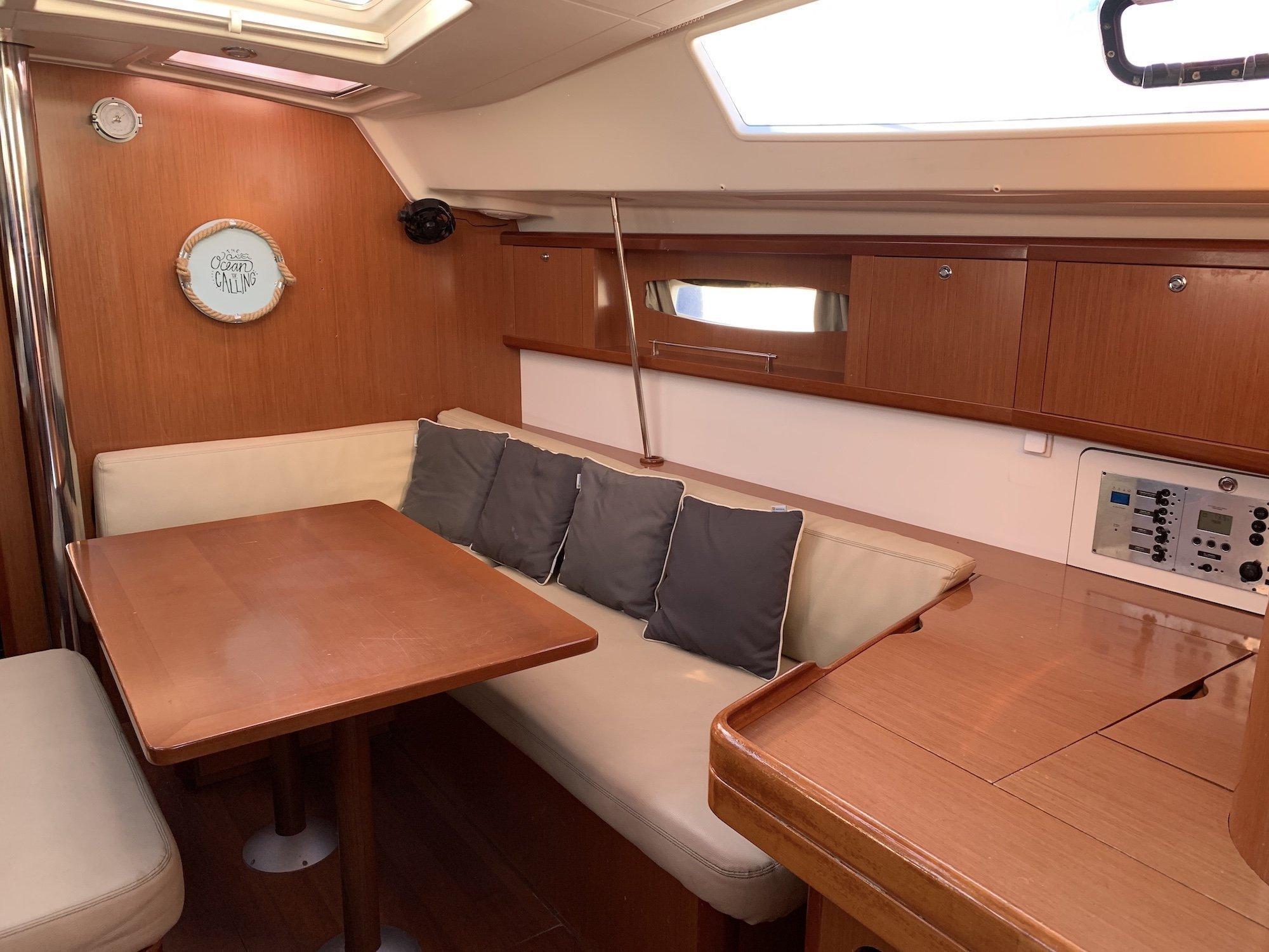 Oceanis 46 (Victoria) Interior image - 12