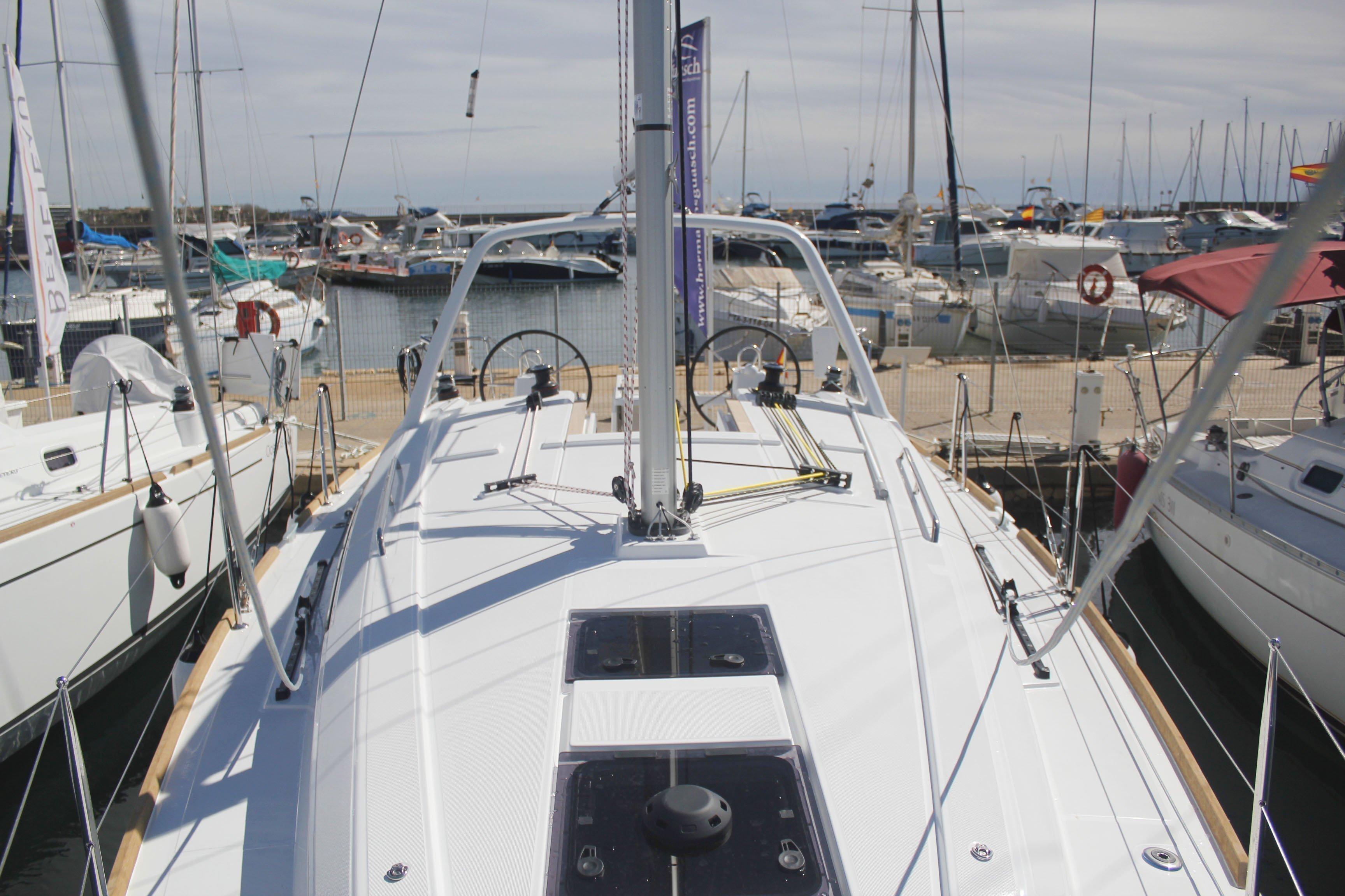 Oceanis 35.1 (LLAMPUGA)  - 9