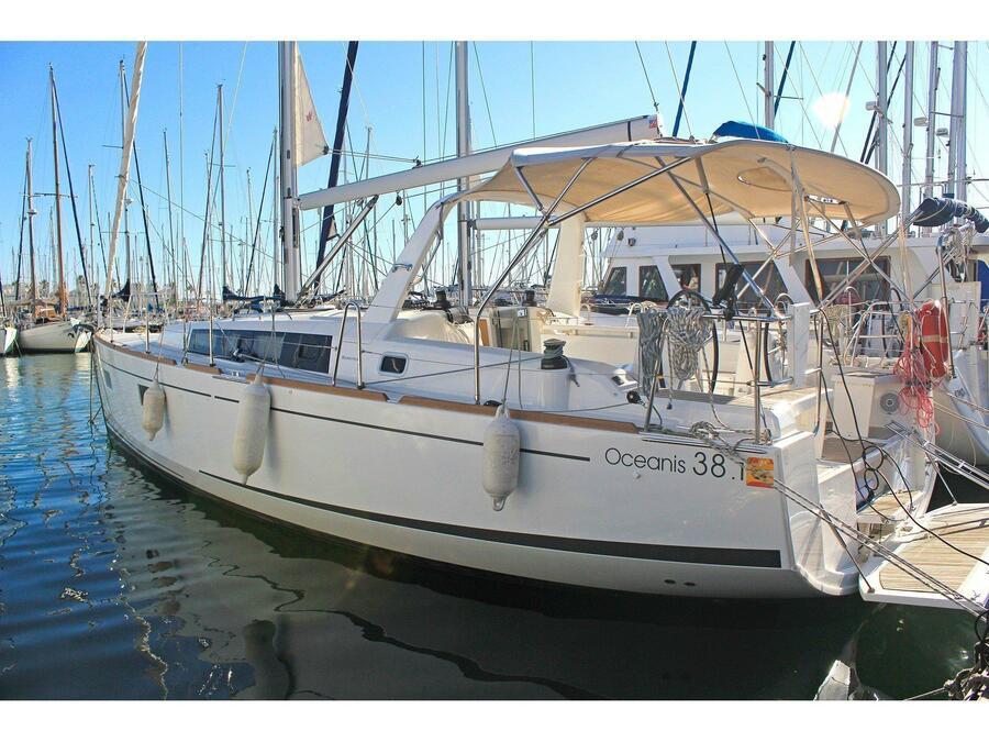 Oceanis 38.1 (Tifón) Main image - 0
