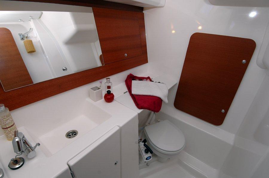Dufour 335 GL (Lara (webasto, solar panel, shallow draft)) Dufour 335 GL bathroom - 3