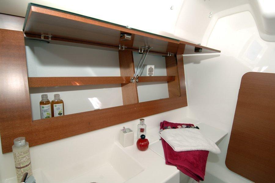 Dufour 335 GL (Lara (webasto, solar panel, shallow draft)) Dufour 335 GL bathroom - 4