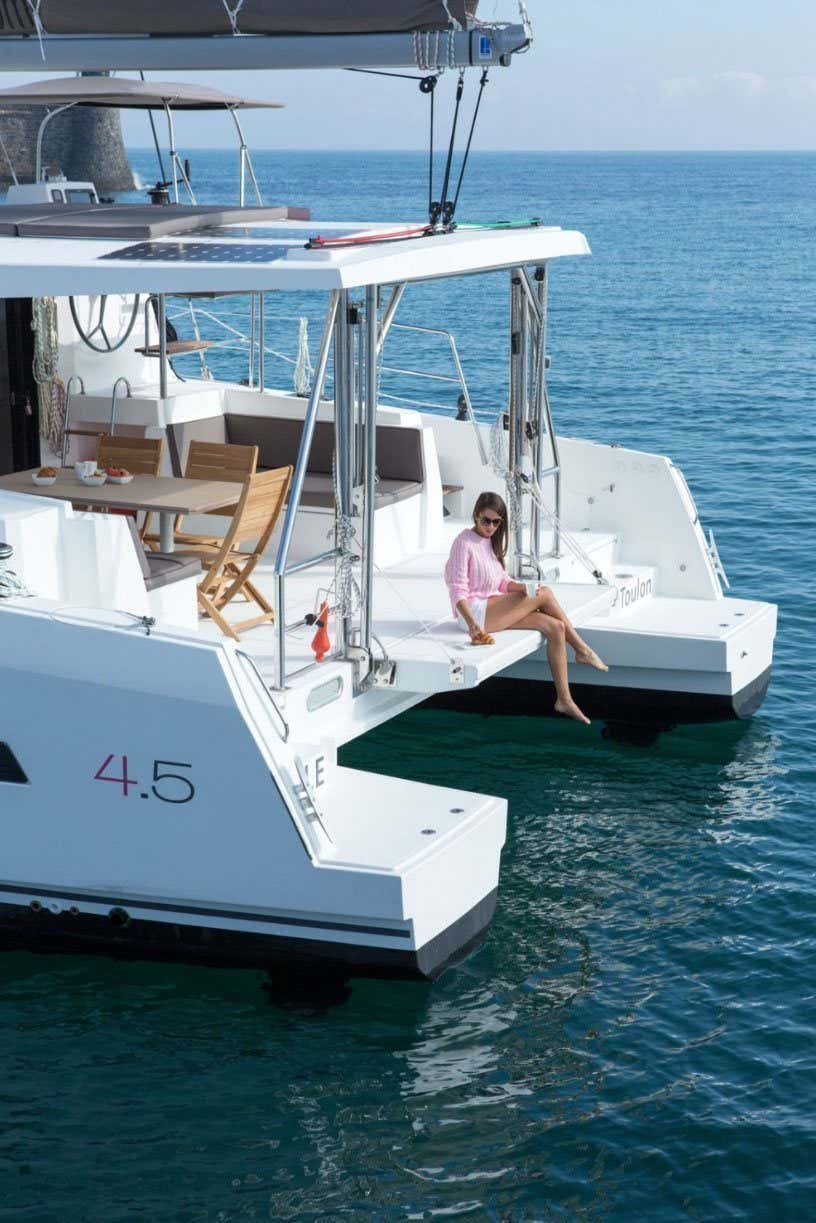Bali 4.5 (LeAndra) At anchor - 14