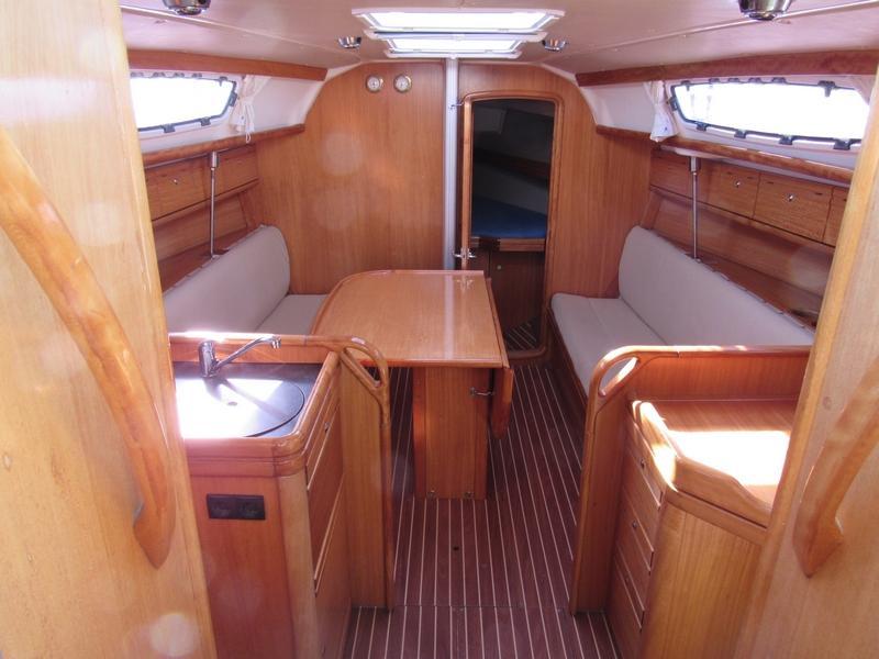 Bavaria 31 Cruiser (Jelsa (GPS in cockpit, solar panels)) Interior image - 2