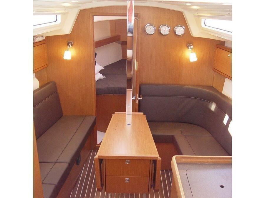 Bavaria Cruiser 34 (Merak) Interior image - 2