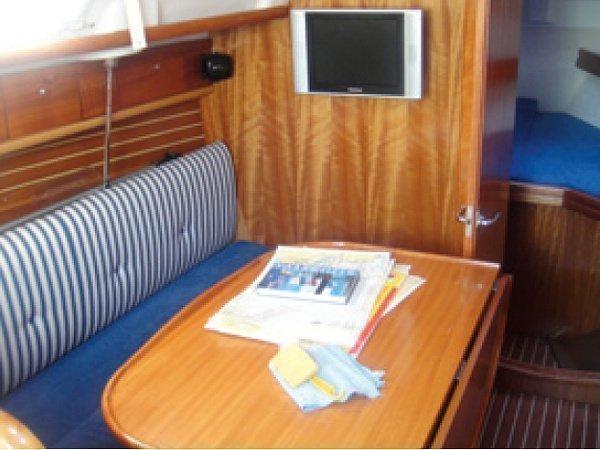 Bavaria 30 Cruiser (Guantanamera) Interior image - 2