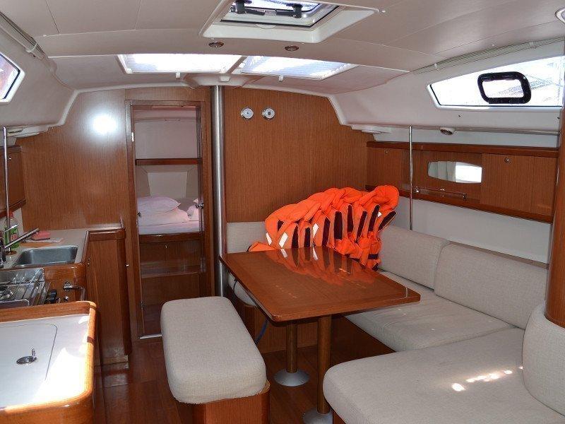 Oceanis 40 (Diva) Interior image - 9