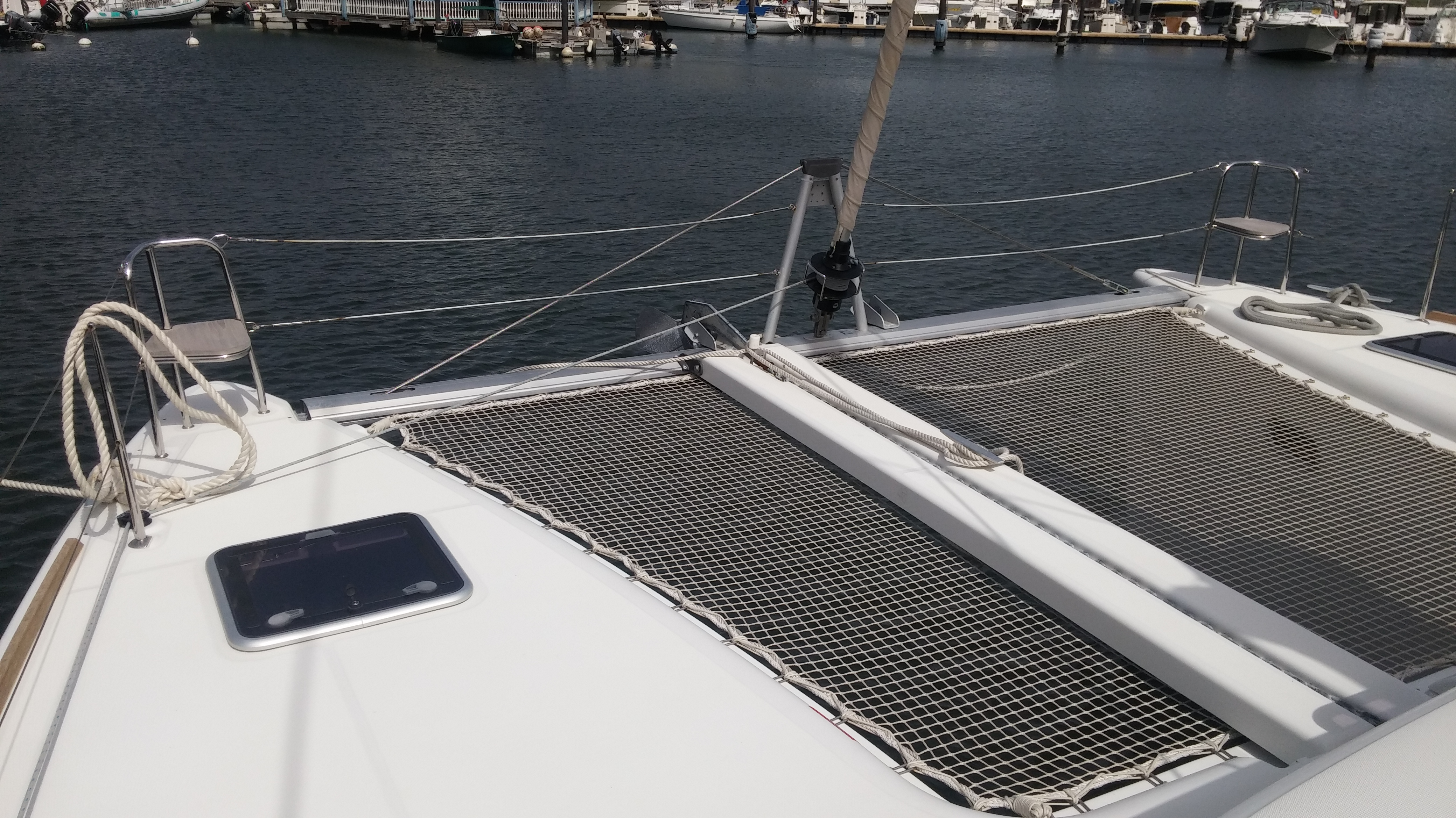 Lagoon 400 S2 (Ruby) Net / front - 22